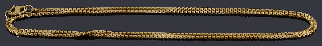 A high carat gold box link chain necklace
