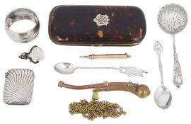 A Victorian Sampson & Mordan 9ct gold cased telescopic pencil and a small selection of vertu
