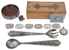 A mixed lot of silver and plated items