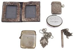 A collection of silver items to inlcude vesta cases