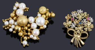 A fine 18ct gold cultured pearl and bead brooch circa 1960s