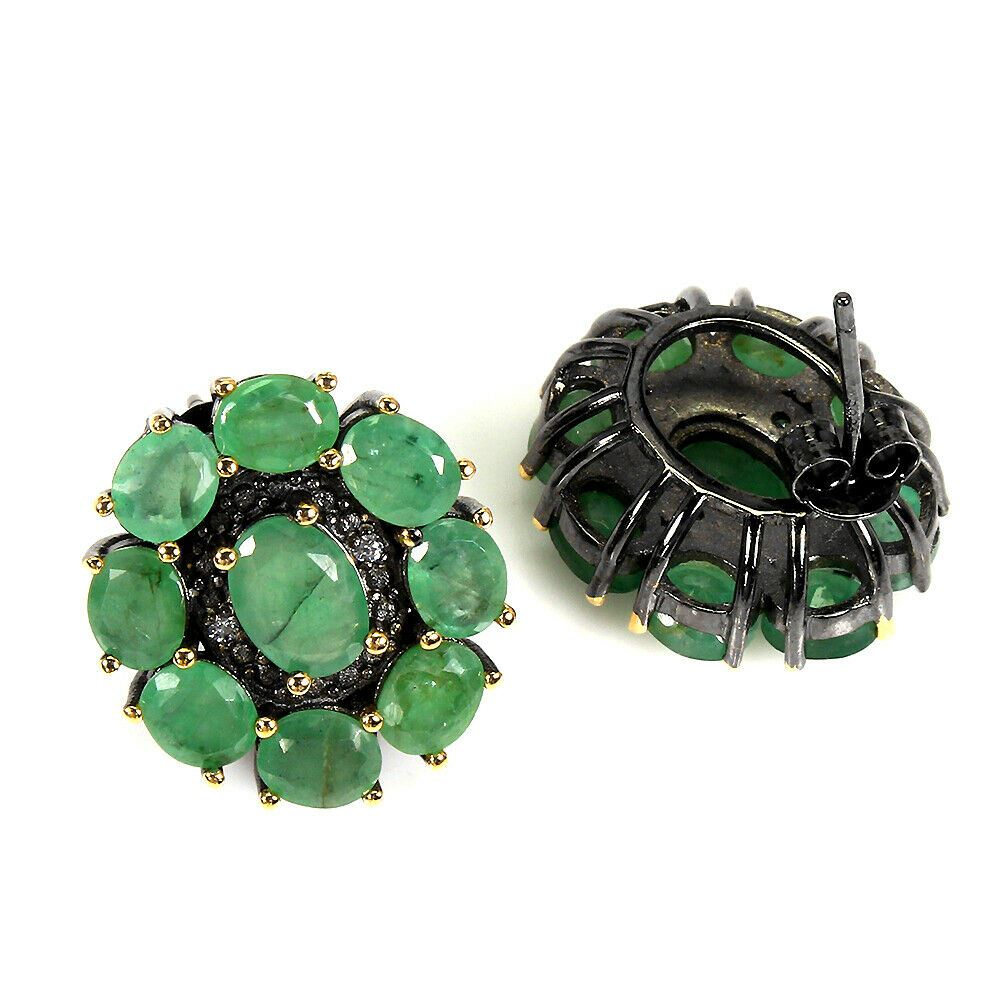 Lot 13 - A pair of 925 silver earrings set with oval cut emeralds, L. 2cm.