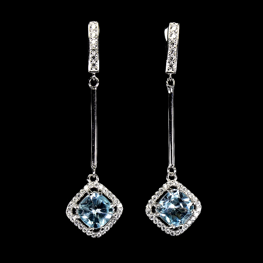 A pair of 925 silver drop earrings set with cushion cut blue topaz and white stones, L. 4.5cm.