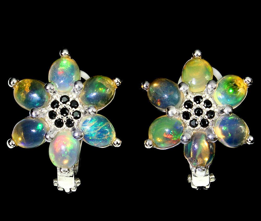 A pair of 925 silver cluster earrings set with cabochon cut opals and black spinels, L. 1.7cm.