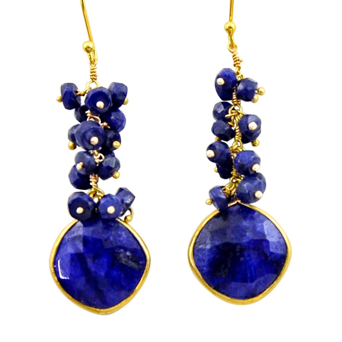 A pair of 925 silver gilt drop earrings set with lapis lazuli, L. 5.5cm.