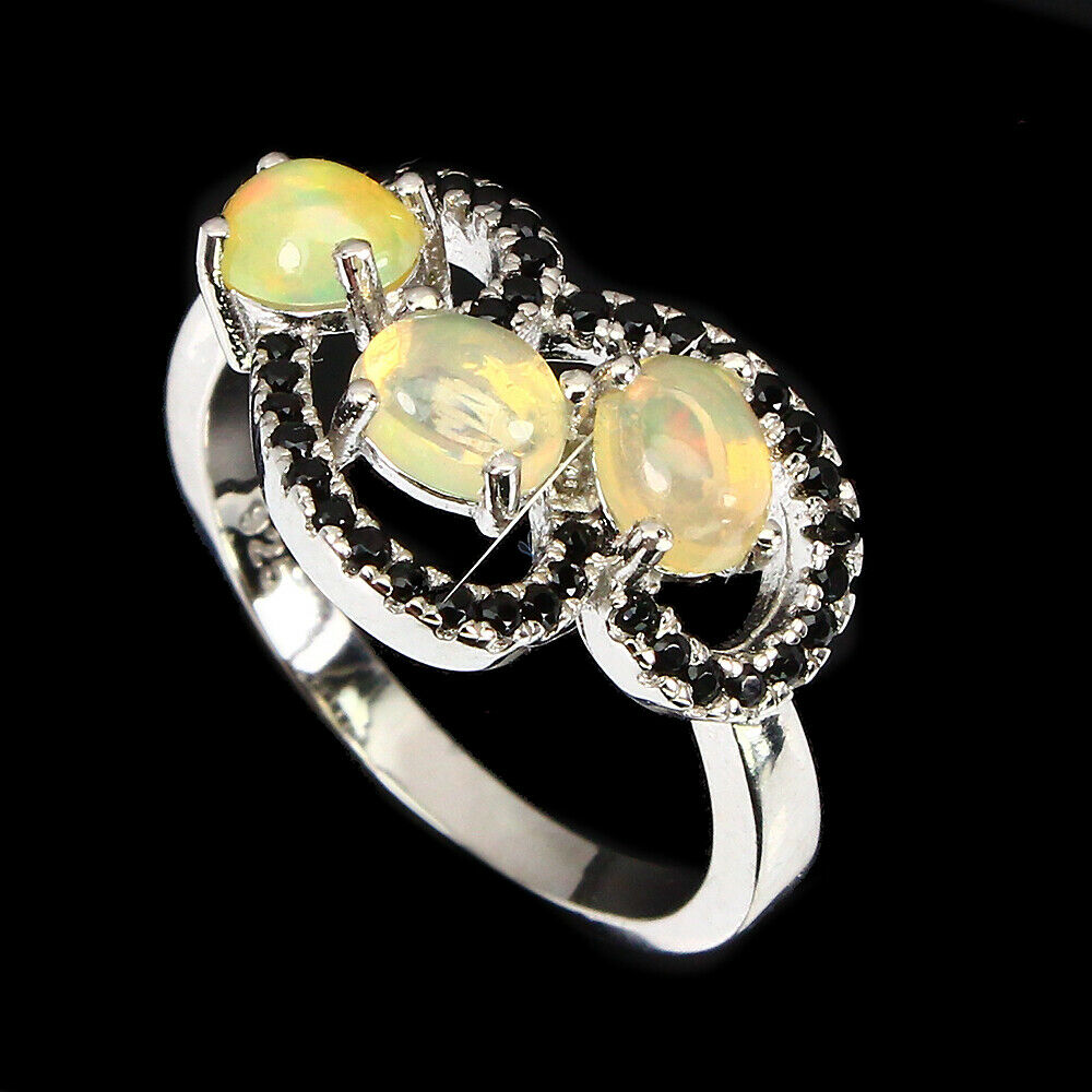 A matching 925 silver ring set with cabochon cut opals and black spinels, (L.5). - Image 2 of 2