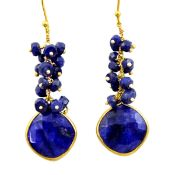 A pair of 925 silver gilt drop earrings set with lapis lazuli, L. 5.5cm.
