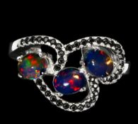 A matching 925 silver ring set with cabochon cut opals and black spinels, (L.5).