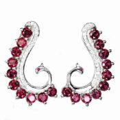 A pair of 925 silver earrings set with rodolite garnets, L. 2.5cm.