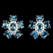 A pair of 925 silver flower shaped earrings set with London blue topaz and white stones, L. 1.8cm.