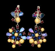 A pair of 925 silver drop earrings set with cream pearls, rubies, opals and black opals, L. 3.5cm.
