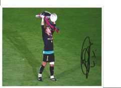 Victor Valdes Barcelona Signed 10 x 8 inch football photo. This item is from the stock of www.