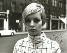 Supermodel Twiggy signed 10 x 8 inch b/w photo. Condition 8/10.