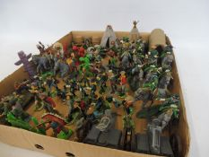 A tray of peninsula frontiersmen figures and accessories to include Britains, Cherila figures,