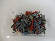 A box of plastic soldiers, various makers, to include Cavaliers and Roundheads.