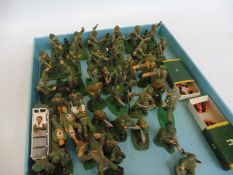 A tray full of modern British Infantry to include First Aid sets, seven British Mortar teams, all