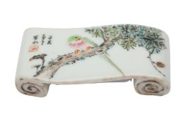 A CHINESE FAMILLE ROSE 'PARROT' BRUSH REST.