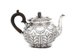 An Edwardian sterling silver teapot, London 1901 by Sibray, Hall & Co Ltd
