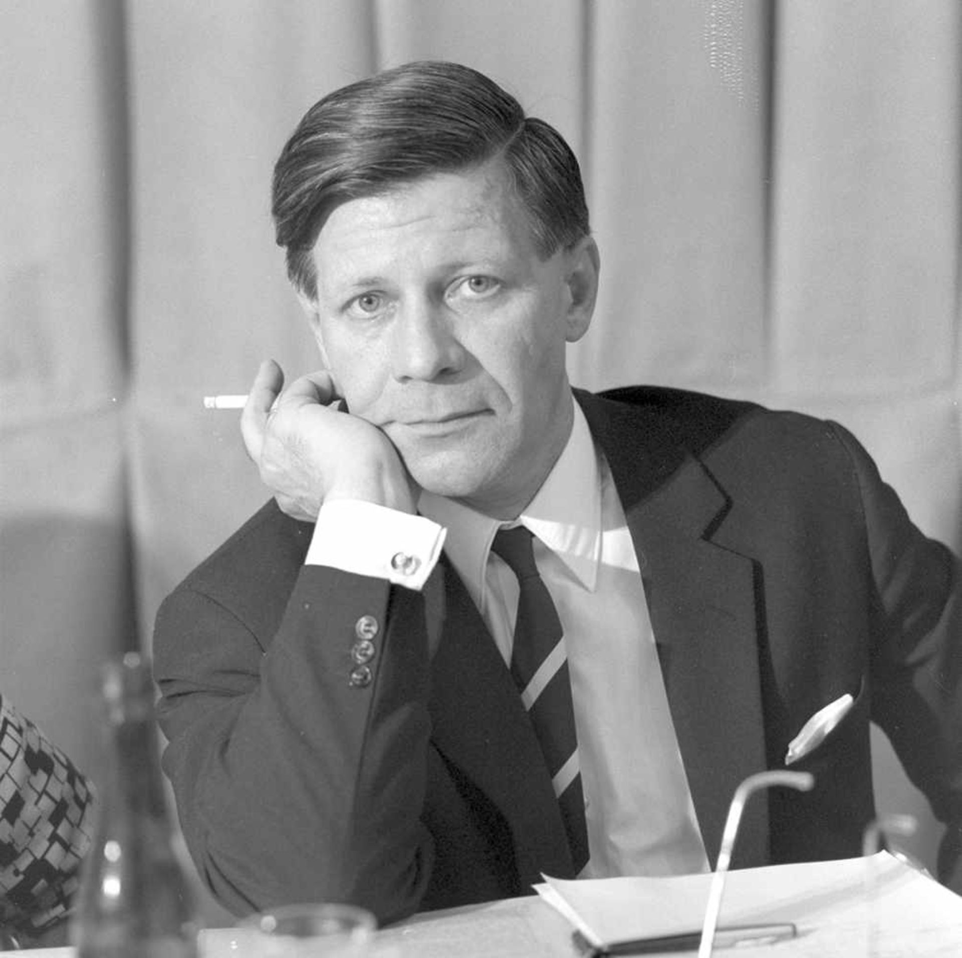 Joseph Heinrich Darchinger (1925-2013). Auf dem SPD-Parteitag. 1966. Fotoprint 2018. Ca. 30