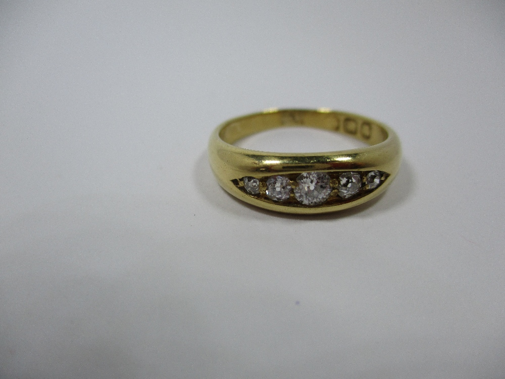 Lot 8 - An 18ct gold 5 stone diamond ring, approx finger size M