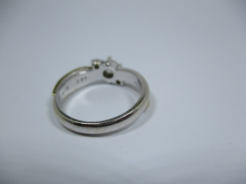 Lot 22 - An 18ct bi-colour gold and diamond ring, approx finger size J 1/2
