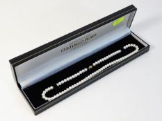 A cased set of cultured pearls with 9ct gold clasp