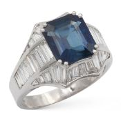 18kt white gold ring with natural sapphire circa 5 ct weight 10,6 gr.