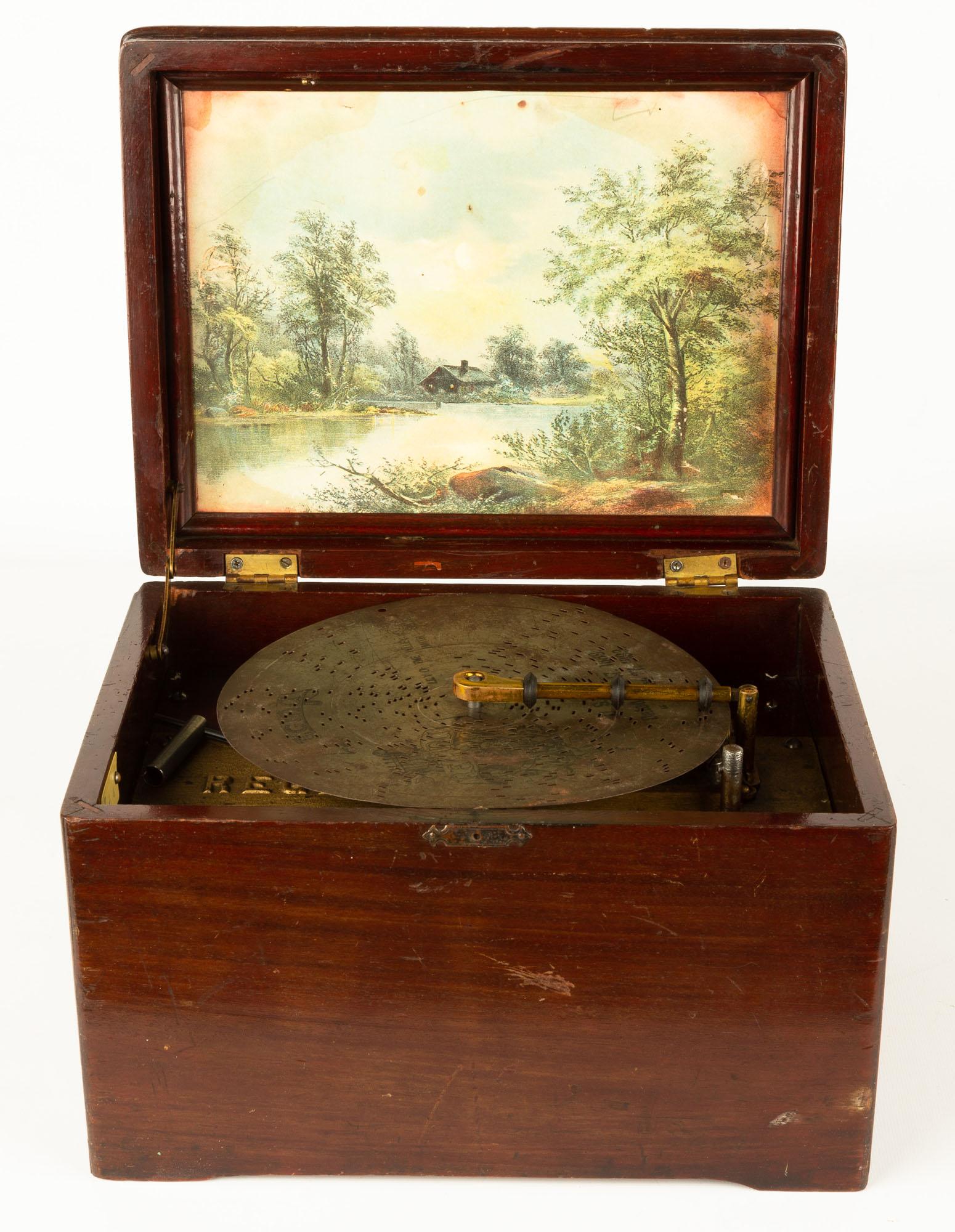 Lot 117 - Regina Disc Music Box