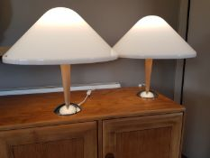 Harvey Guzzini for I Guzzini Italy, a fine pair of contemporary table lamps recently removed from