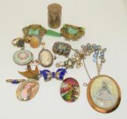 Bag of 1910/20/30s Jewellery.