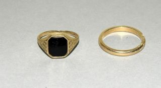 9ct Gold Gents Sygnet Ring & 9ct Gold Gents Wedding Band. Size S & V