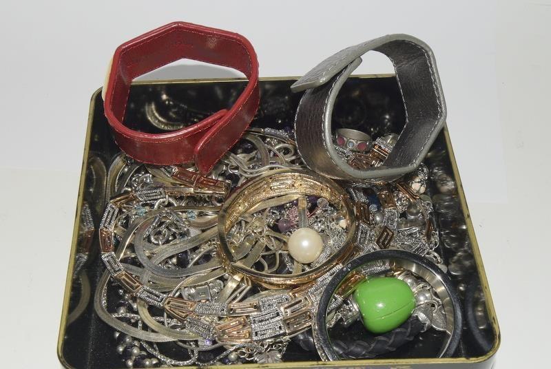 Box of jewellery includes Michael Kors, Swaroski and Ciro.