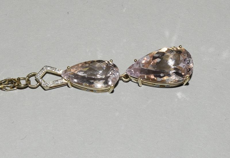 18ct Gold Kuuzite Diamond necklace. - Image 2 of 6