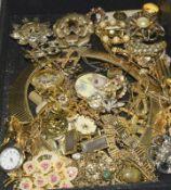 Carton of mixed Vintage jewellery.