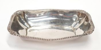 A large silver oblong serving dish. 360gm, 30x20x5cm.