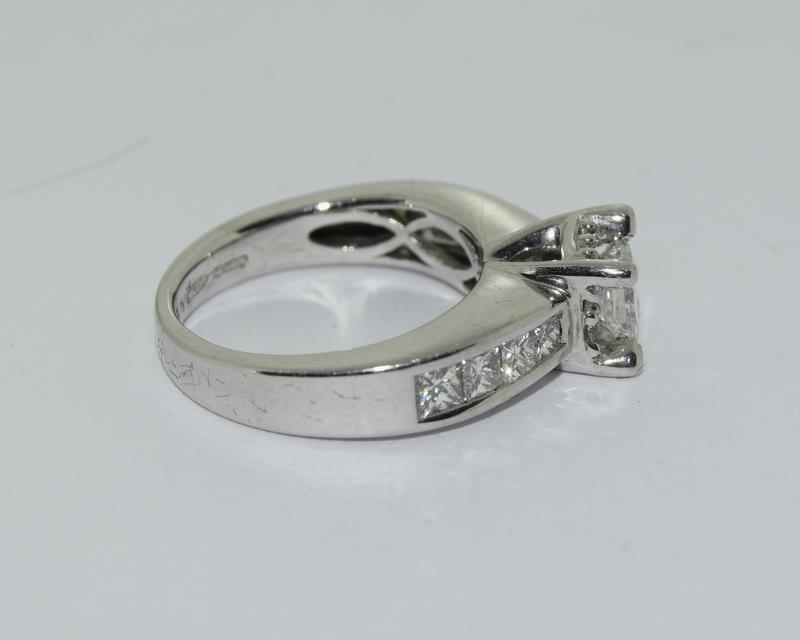 A 14ct white gold and diamond ring with central princess cut diamond. Size K - Image 3 of 7