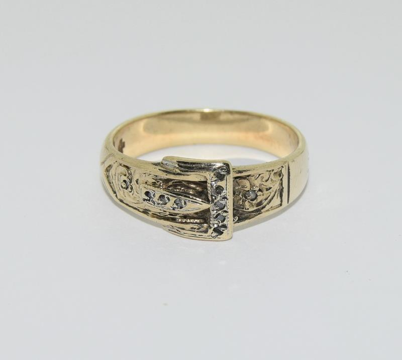 9ct Gold Gents Buckle Ring Fitted with Diamonds. Size T