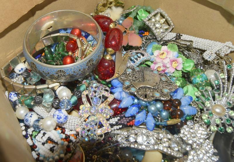 Large box of mixed Vintage costume jewellery. - Image 2 of 2
