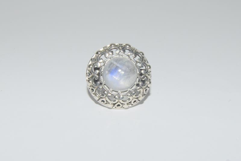 Hige Moonstone 925 Silver ring. Size O.