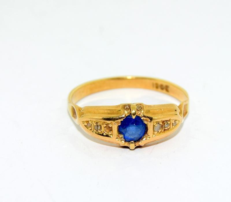 18ct Gold Ladies Antique Diamond & Sapphire Ring. Size O.