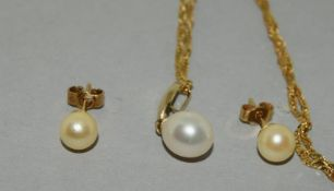9ct Gold Cultured Pearl necklace and Earrings.