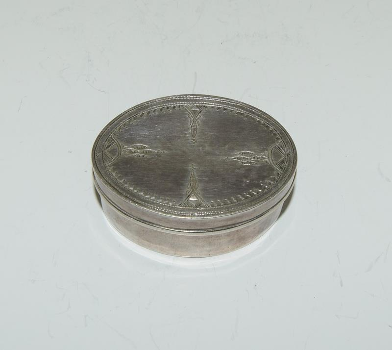 Silver purse compact together with silver pill box. - Image 4 of 5