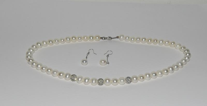 Cultured Pearl 925 Silver necklace and earrings.