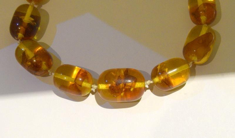 A pair of 1930-40 Amber necklaces. - Image 2 of 6
