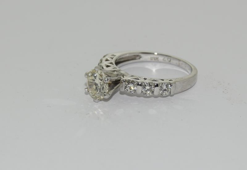 An 18ct white gold diamond ring of 1.45cts Size L - Image 4 of 6