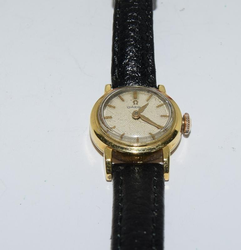 18ct Gold ladies Omega manual wind wrist watch, boxed. - Image 4 of 10