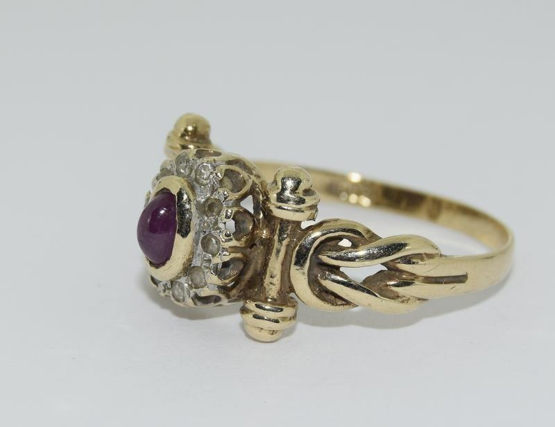 9ct Gold Antique Set Diamond & Cabochon ruby Ring. Size P - Image 4 of 5