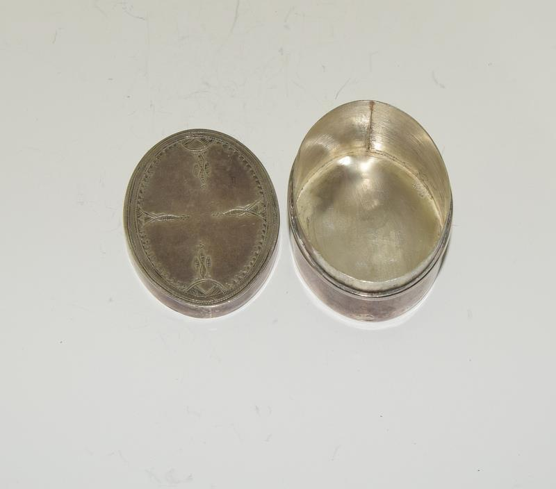 Silver purse compact together with silver pill box. - Image 5 of 5