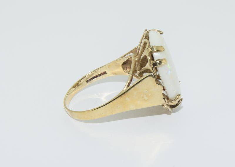 9ct Gold very large Opal ring. Size R. - Image 2 of 6