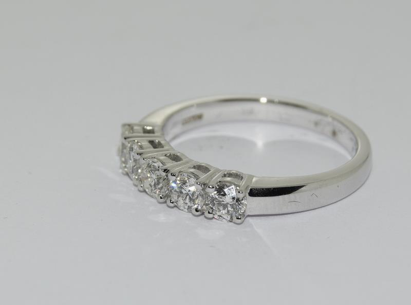 An 18ct white gold five stone diamond ring of 1.2cts. Size M - Image 4 of 6